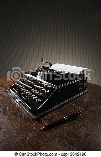 木製である, タイプライター, 古い, 机 - csp13642196