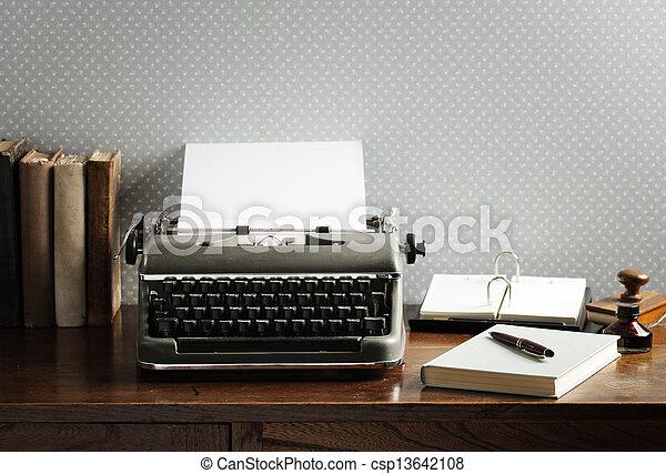 木製である, タイプライター, 古い, 机 - csp13642108