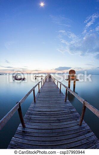 木製の橋, 日の出, 月 - csp37993944