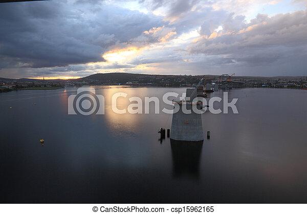 柱, 橋, ちらちら光る, 湾 - csp15962165