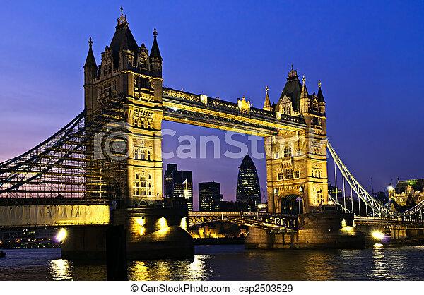 桥梁塔, 伦敦, 夜晚 - csp2503529