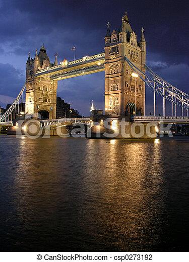 桥梁塔, 夜晚 - csp0273192