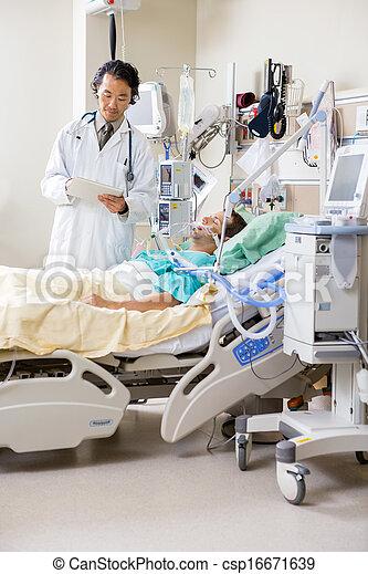 検査, 部屋, タブレット, 医者, 医学, 中央の, 患者の, 成人, デジタル, レポート, マレ, 病院 - csp16671639