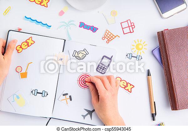 業績, 概念, ターゲット, 仕事, アイコン, 個人的, stationery., ボタン, 事務である, 行動, 手, くぎ付けにすること, 計画, 場所, ゴール, 女性, life., 組織者, 他, アイコン - csp55943045