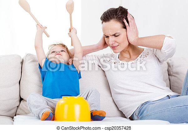 楽しみ, 非常に, 大声で, 持つこと, 子供 - csp20357428