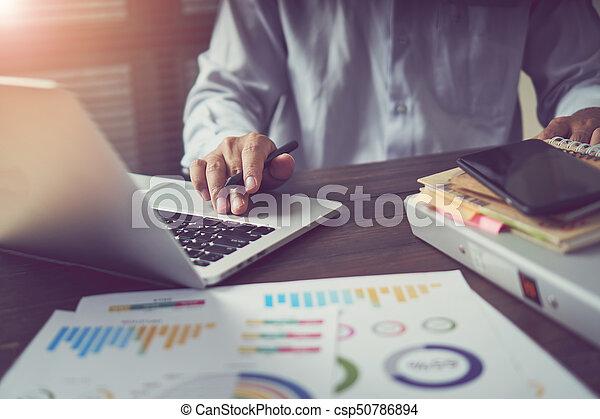 概念, オフィス, 仕事, technology., 木製である, 型, ラップトップ, 現代, light., 効果, 手, 机, ビジネスマン, 仕事, 朝, 進んだ - csp50786894