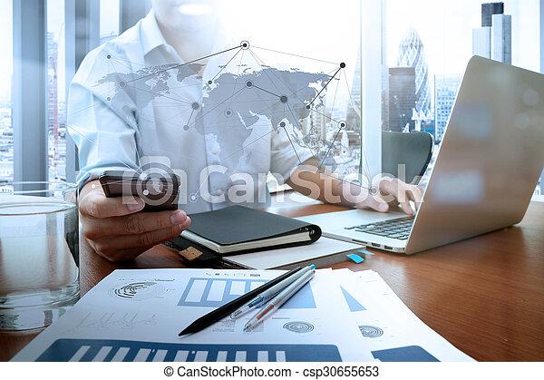 概念, ビジネス, 仕事, 木製である, 現代, ビジネスマン, 手, 電話, コンピュータ, 机, 新しい, 作戦, 痛みなさい - csp30655653