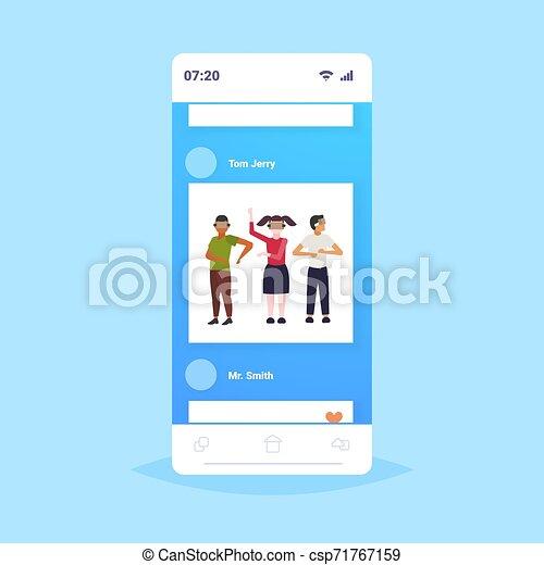 概念, 人々, app, 現代, vr, フルである, によって, 技術, ヘッドホン, バーチャルリアリティ, デジタル, 3d, 身に着けていること, smartphone, スクリーン, オンラインで, 友人, モビール, 経験, 長さ, ビジョン, ガラス - csp71767159