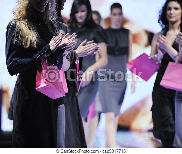 模型, 男性, 時裝展示會 - csp5017715