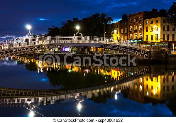 橋, ペニー, ダブリン, アイルランド, 夜, おや - csp40861632