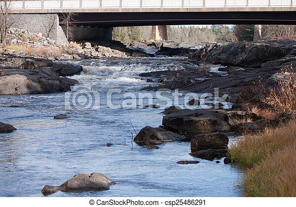 橋, 上に, 川 - csp25486291