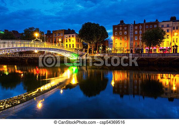 橋, 照らされた, ペニー, 朝, 有名, ダブリン, アイルランド, おや, 光景 - csp54369516