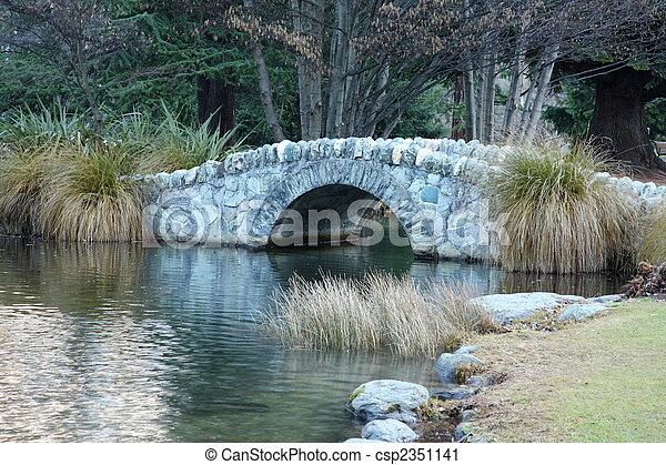橋, 石, 上に, 池 - csp2351141