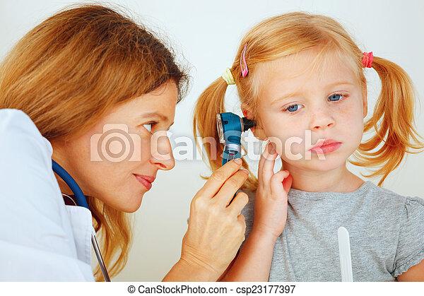 檢查, 很少, 醫生, 儿科醫生, ears., 女孩 - csp23177397
