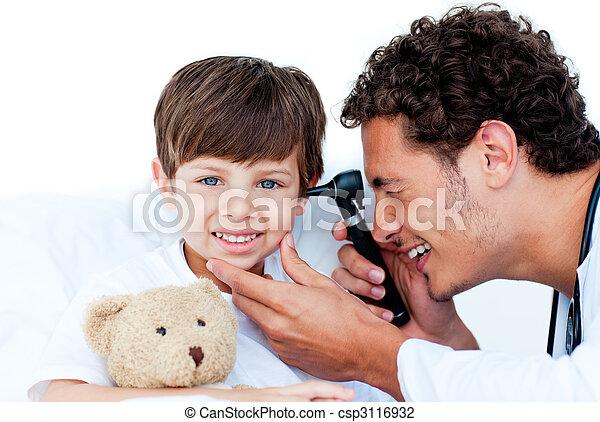 檢查, 醫生, patient\'s, 沉思, 耳朵 - csp3116932