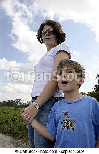 母, 息子 - csp0278509