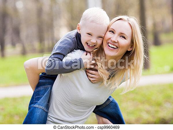 母, 息子 - csp9960469