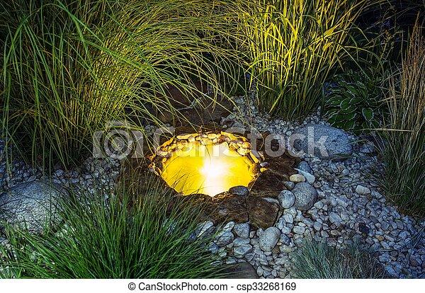 池, 照らされた, 庭 - csp33268169