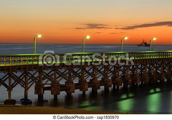 浜, 桟橋, 日没 - csp1830970