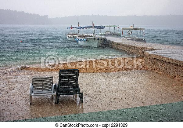 浜, 雨 - csp12291329