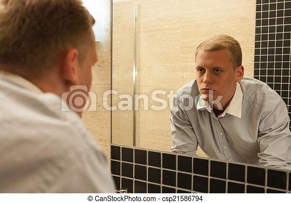 浴室, 二日酔い, 人 - csp21586794