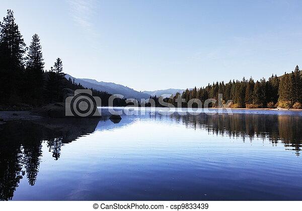 湖 - csp9833439