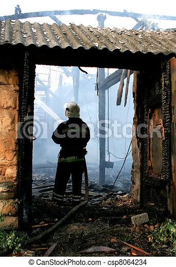 火の家, から, パッティング, 消防士 - csp8064234