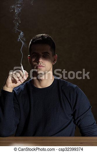 煙が出ているタバコ - csp32399374