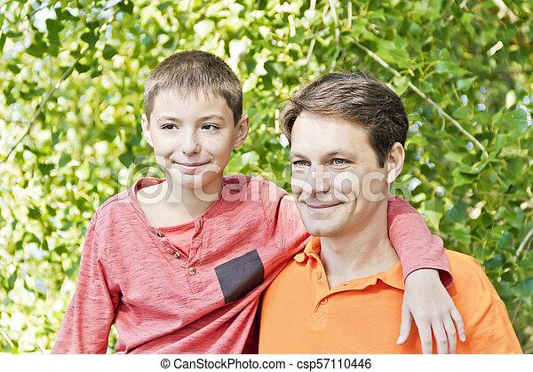 父, ティーネージャー, 一緒に, 息子 - csp57110446