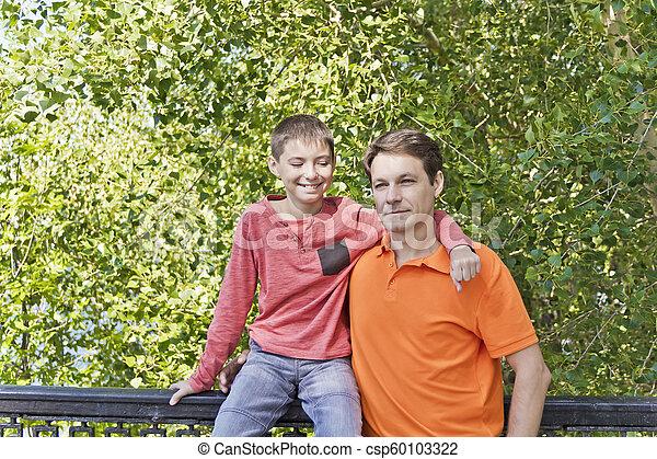 父, ティーネージャー, 一緒に, 息子 - csp60103322