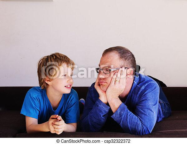 父, 息子 - csp32322372