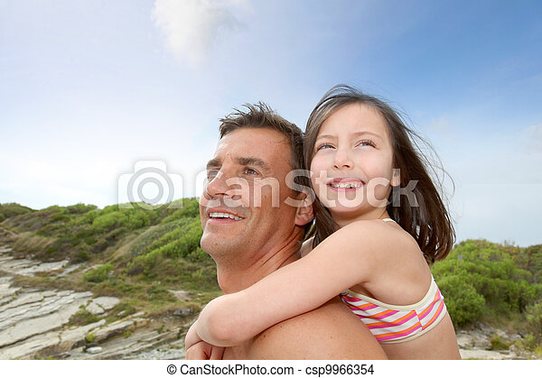父, 肩, 彼の, 娘, 届く - csp9966354