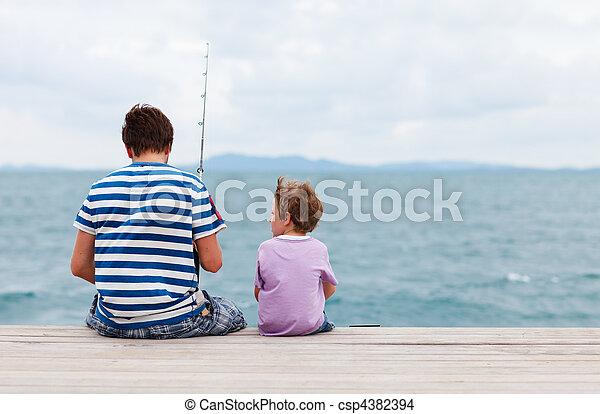 父, 釣り, 一緒に, 息子 - csp4382394