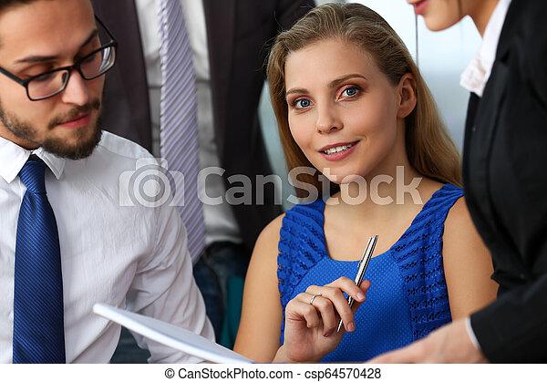 現代, グループ, businesspeople, オフィス - csp64570428