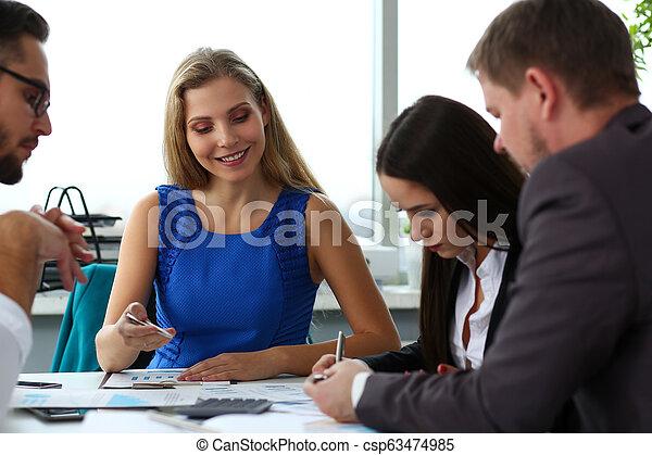 現代, グループ, businesspeople, オフィス - csp63474985