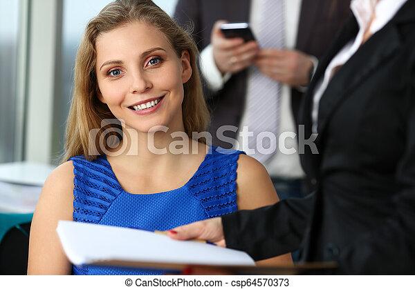 現代, グループ, businesspeople, オフィス - csp64570373