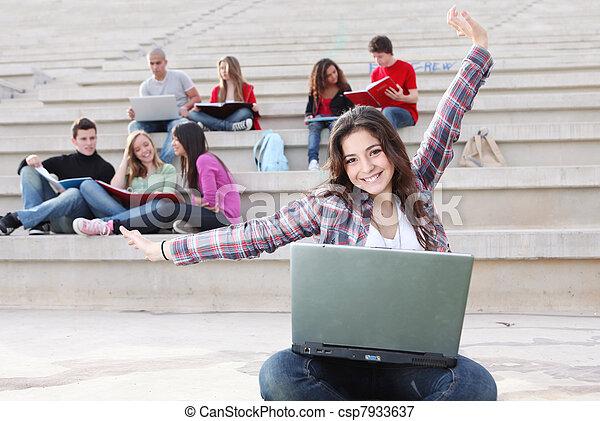 生徒, キャンパス, 仕事, 屋外で - csp7933637