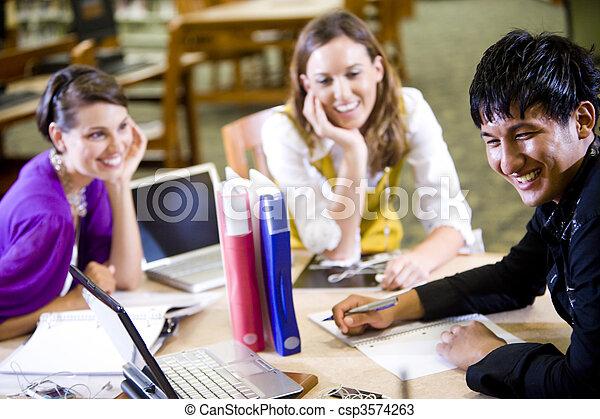 生徒, 勉強, 大学, 3, 一緒に - csp3574263