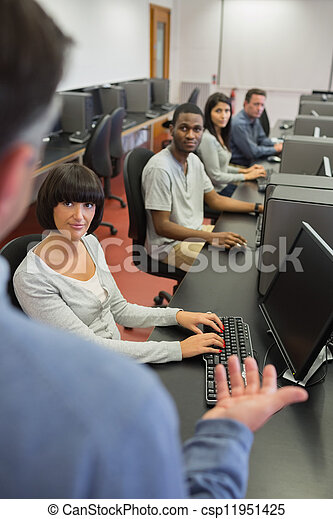 生徒, 話し, コンピュータクラス, 教師 - csp11951425