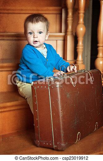 男の子, わずかしか, スーツケース - csp23019912
