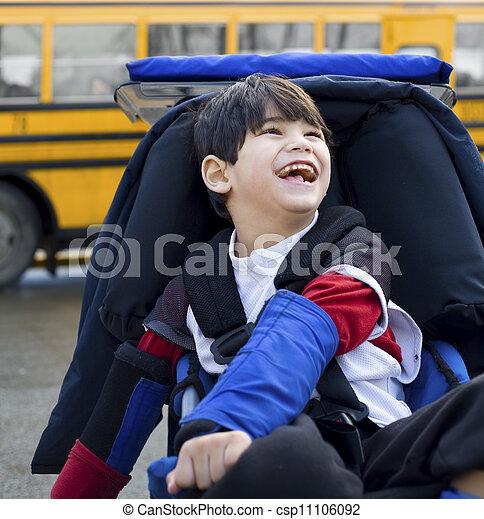 男の子, 古い, 車椅子, schoolbus, 不具, 5, 年 - csp11106092