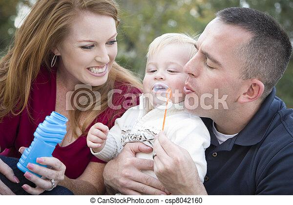 男の子, 吹く, 公園, 若い, ∥(彼・それ)ら∥, 親, 子供, 泡 - csp8042160