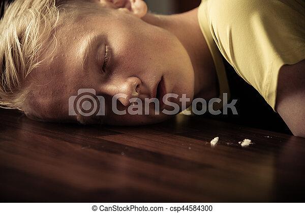 男孩, 青少年, 年輕, 藥物迷戀者 - csp44584300