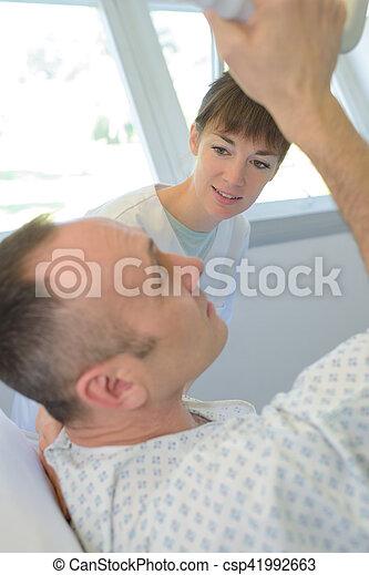 病人, 房間, 醫院, 談話, 年長者, 護士 - csp41992663