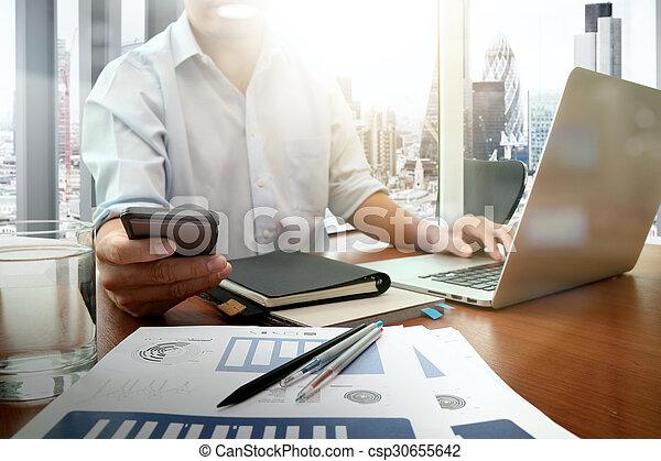 痛みなさい, 仕事, ビジネス, ビジネスマン, 新しい, 現代, 木製である, 電話, コンピュータ, 作戦, 机, 手, 概念 - csp30655642