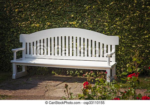 白, 庭ベンチ - csp33110155