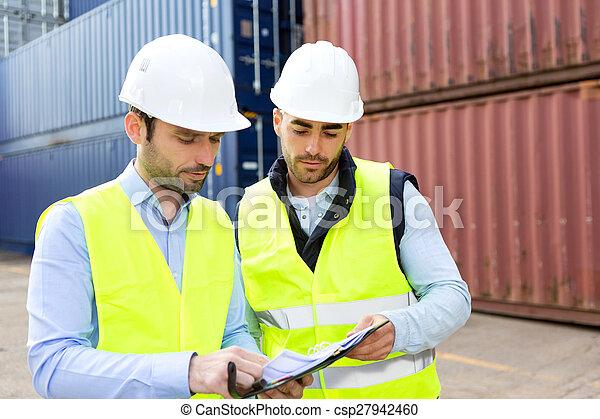 監督人, 片劑, 檢查, 工人, 船塢, 數据, 容器 - csp27942460