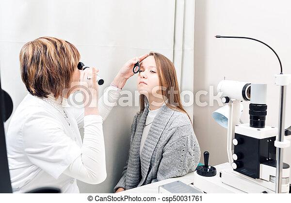 目を調べる, 女性, 若い, 私用, 医院, 女性, 検眼士, シニア - csp50031761