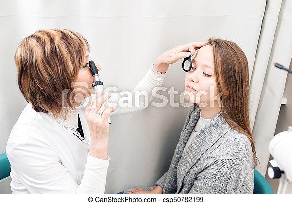 目を調べる, 女性, 若い, 私用, 医院, 女性, 検眼士, シニア - csp50782199