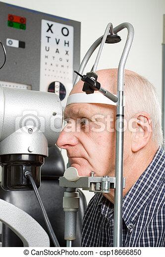 目, より古い, 検査, 持つこと, 人 - csp18666850